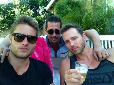 the latest pic of my hottie, with two of his friends; don't know who the guy in the back is, but the one sitting 次 to Justin is Eric Martsolf (tweeted によって Justin end of May) <3333