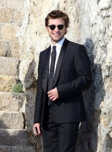 my smexy Robert looking like a billion dollars and worth every penny<3