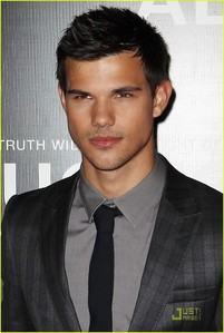 "Taylor Lautner is 5'9""(1.75 m).I looked it up on IMDB."
