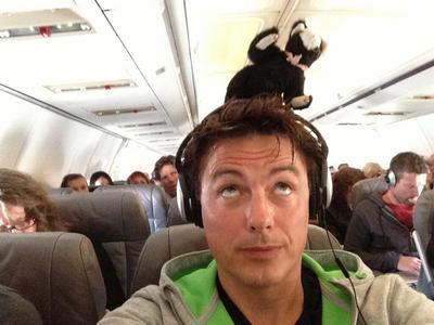John Barrowman with a easter cat :)