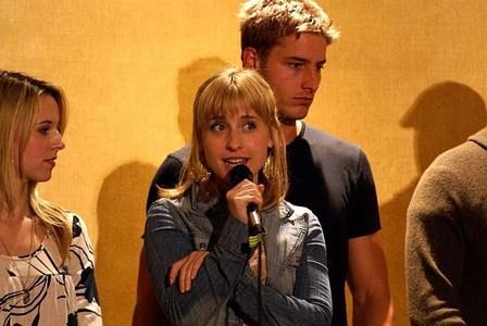 my hottie at a con, standing behind Allison Mack <3333