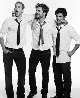 here's a cute and funny pic of my gorgeous Robert with his Twilight co-stars Kellan and Taylor<3