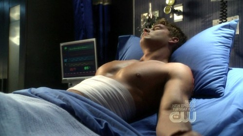 """Ollie in """"Requiem"""", with his ribs being taped/bandaged after the explosion <33333"""