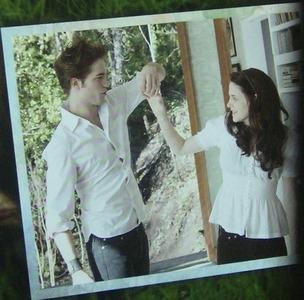 my very handsome Robert holding Kristen Stewart's hand in this scene from Twilight<3