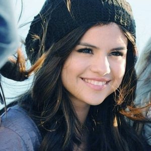 selena is very beautiful , good in Berlakon and also she is best in singing. she is talented.that's why i choose selena.