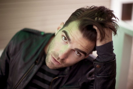 Zachary Quinto's beautiful brown eyes <3