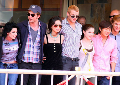 my gorgeous Robert and his co-star,Kellan both look uber hot in their sunglasses in my hometown San Diego back in 2009<3