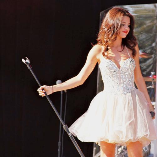 Mine ♥  http://cdn03.cdn.justjaredjr.com/wp-content/uploads/pictures/2012/11/gomez-glamour/selena-gomez-glamour-event-nyc-04.JPG http://photos.posh24.com/p/914667/z/khloe_kardashian/selena_gomez_white_cut_out_sho.jpg