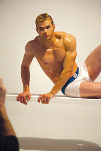 Twilight hottie Kellan Lutz in his Calvin Klein boxers.Nothing comes between Kellan and his Calvins<3