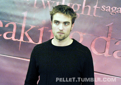 my gorgeous Robert looking very yummy in this sweater<3