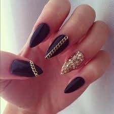 I adore your nails!!!, they are stunning!! I looove things with hearts, I wish my nails could look that good!!!!!