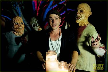 Matthew seems like he's troubled bởi the zombies. :D