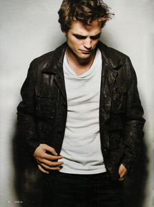 I tình yêu anything my sexy Robert wears,but when he's in leather...OMFG!!!!!!!!!!!!!!!!!<3<3<3