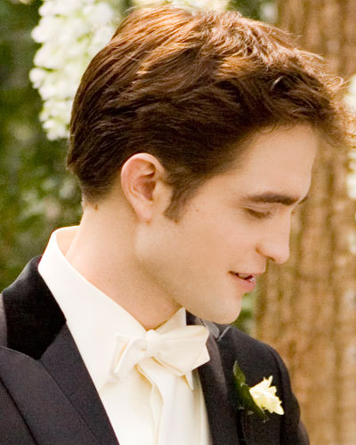 Hell yes!!!! I would give anything to be Mrs.Robert Pattinson<3<3<3