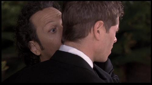 Matthew hiển thị his cute ear. :)