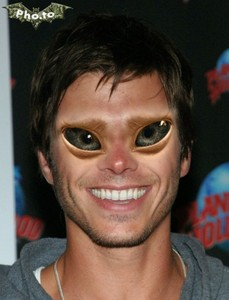 Matthew's alien looks!! XD