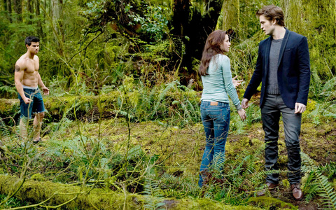 Edward&Bella,played por my sexy baby and the beautiful Kristen Stewart,in a scene from New Moon with a shirtless Jacob,played por Taylor Lautner<3
