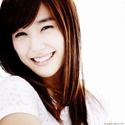 No offence but I think Tiffany is the most Beautiful! She is the reason why I love SNSD now! Most people think her is rude and stuff and I think they are Wrong. Tiffany is both beautiful inside and out! Her eye-smile is soo pretty that you cannot take your eyes away from her! Fighting Tiffany!! Fighting SNSD!!