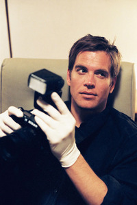 Michael Weatherly as Tony Dinozzo from एन सी आइ एस#Naval Criminal Investigative Service