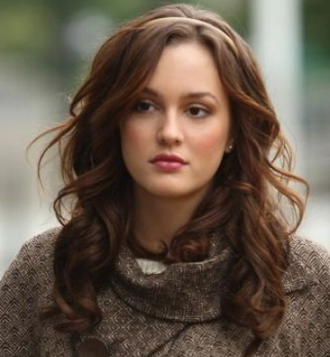 Leighton Meester! :) But I also think Kate Beckinsale, Emma Watson and Evangeline Lilly are gorgeous too