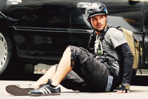 Taylor on the set of Tracers