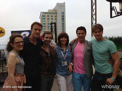 John Barrowman with フレンズ and Carole Barrowman and Scott Gill<3