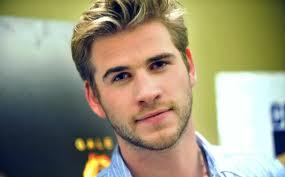 I would want to تاریخ Liam Hemsworth and why well have u seen what he looks like?!