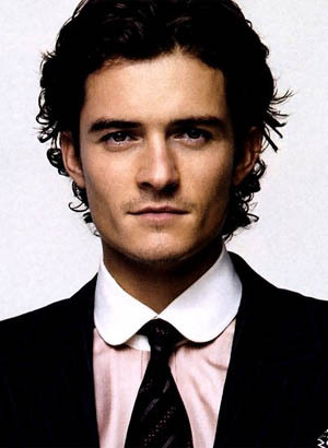 I have had a lot of crushes,but the very first one that lasted for years was Orlando Bloom.I fell in cinta with him after seeing the LOTR movies.My crush lasted for about 5 years.Now I'm crushing on another British babe...Robert Pattinson.What can I say,I have a thing for sexy Brits<3