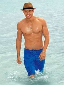 Twilight hottie Kellan Lutz and his toned,muscular body<3
