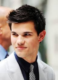 Twilight hottie Taylor Lautner and his jet black hair<3
