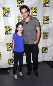 my sexy Robert with Mackenzie Foy at the 2012 Comic-Con.Mackenzie plays his on-screen daughter in BD 2<3