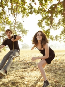 my handsome Robert with the beautiful Kristen Stewart on a দোল from their 2008 photoshoot<3