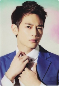 Minho because he is hot, tall , and manly. I love Minho oppa !!!