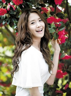 YOONA is the best singer, the best dancer... I LOVE YOONA!!!!!! She is sooooooooooo talented <3