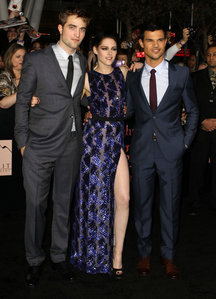my handsome baby with his 2 Twilight co-stars,Kristen and Taylor at the BD 1 premiere.Kristen looks beautiful in that dress,and both Rob and Taylor look handsome in their suits<3
