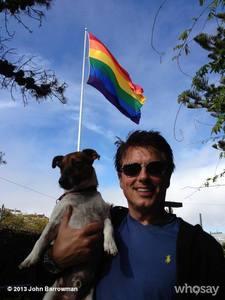 John Barrowman with a LGBT flag<3 Now i 愛 him so much...