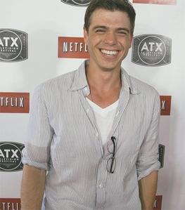 Matthew's smile makes me happy <33333333