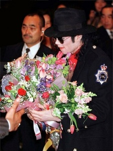 I want to make it a MJ - day. I'll watch videos, and listen to his music, light a candle, and get a nice bouquet of sunflowers and red roses. Maybe I'll make a cake, and invite a MJ fan friend. I wish I could go to Forest Lawn, but it's so far away.