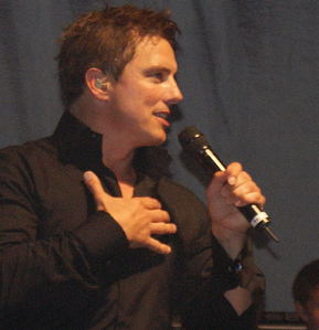 John Barrowman explaining his pag-ibig for fans<3