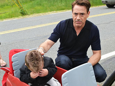 ok. sweetest story ever: When that little boy met Downey at the movie set of 'The Judge' he began to cry because he realised that Rob isn't really Tony Stark/ Iron Man - that made Rob so sad that he nearly cried too ... :3 look at those two sad little boys! <3 so cute :')