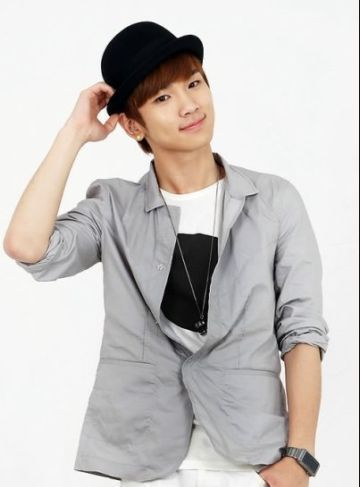 OF COURSE KEY OPPA <333 he is cute, funny, unique, good at dancing, fashionable, handsome, and most of all, he is my almighty key <333