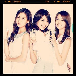 I upendo Sooyoung, then Yoona, then Seohyun. But Sooyoung is my complete favorite.