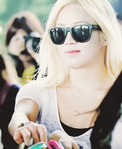 cool this also http://www.wewantkpop.com/images/h/hyoyeon_chic_sunglasses_paradise_in_phuket-5400.png