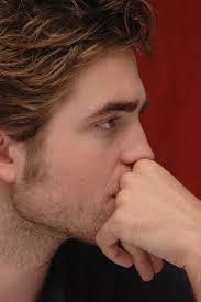 my handsome Robert tonen one of his eyebrows<3