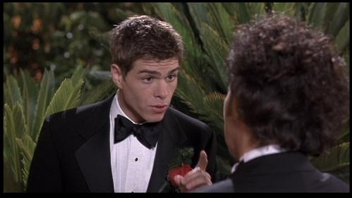 Matthew tampilkan his finger at Rob Schneider. :)