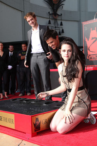 my baby,behind his Twilight co-stars Taylor Lautner and Kristen Stewart at their handprint ceremony<3
