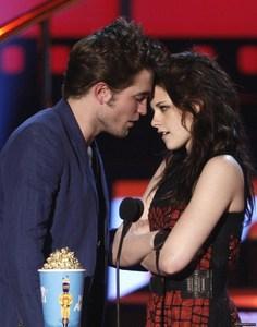 my handsome baby facing Kristen Stewart at the 2009 mtv Movie Awards<3