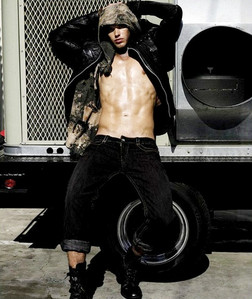 Twilight hottie Kellan Lutz striking a sexy pose<3