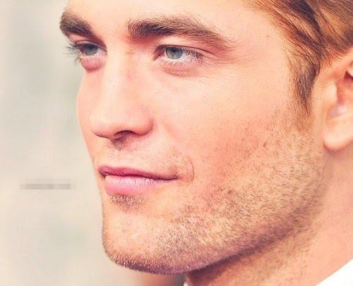 Pattinson's perfect rosa lips<3