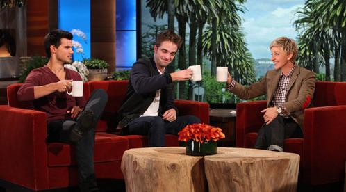 Twilight hotties Robert and Taylor sitting on a sofa, kerusi panjang on the Ellen show<3